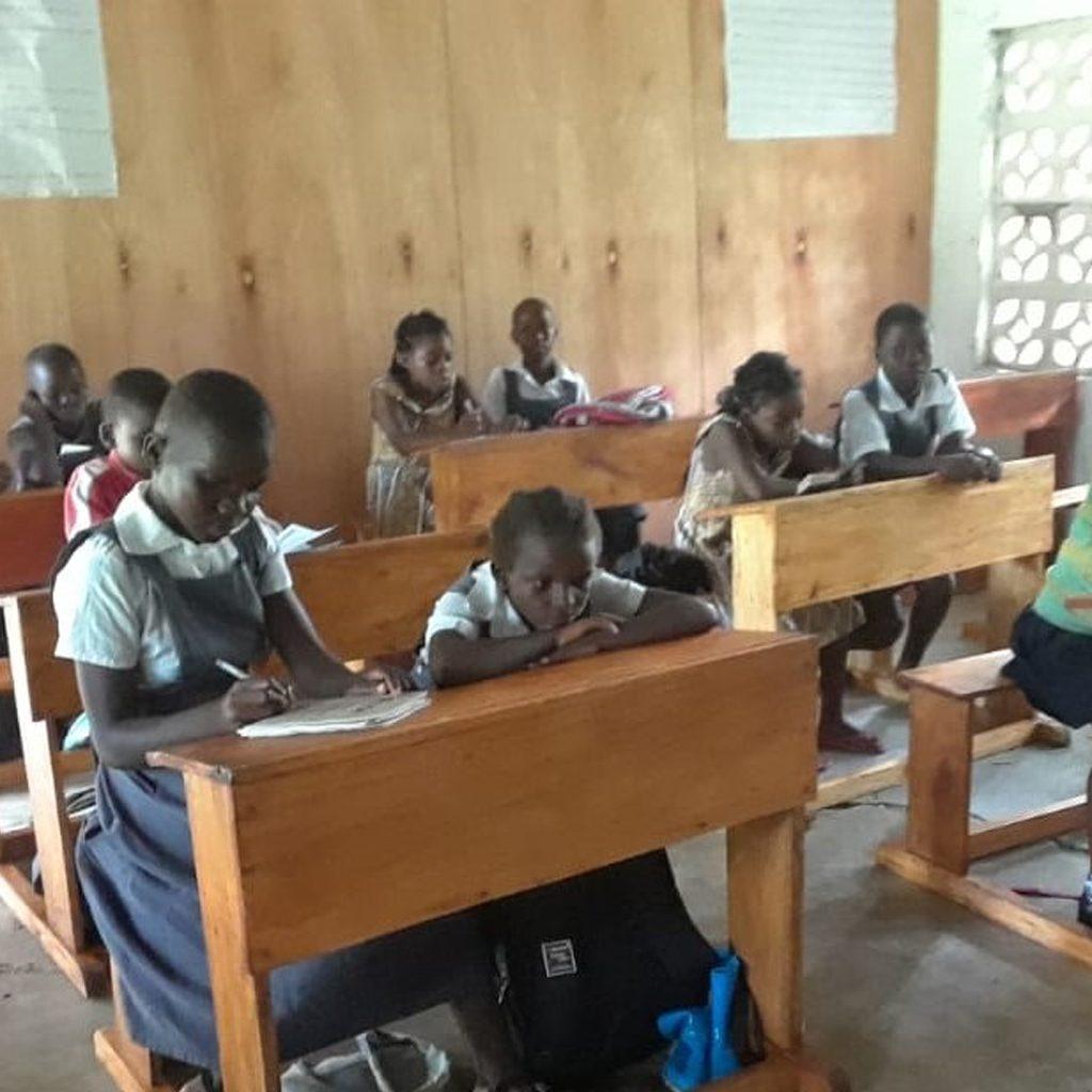 c16 Furnish a classroom